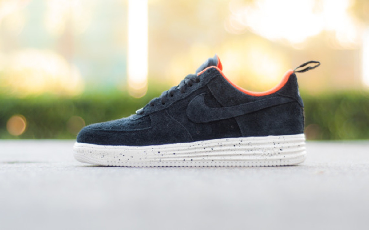 undefeated-nike-lunar-force-1-sp-fall-winter-2014-collaboration-02