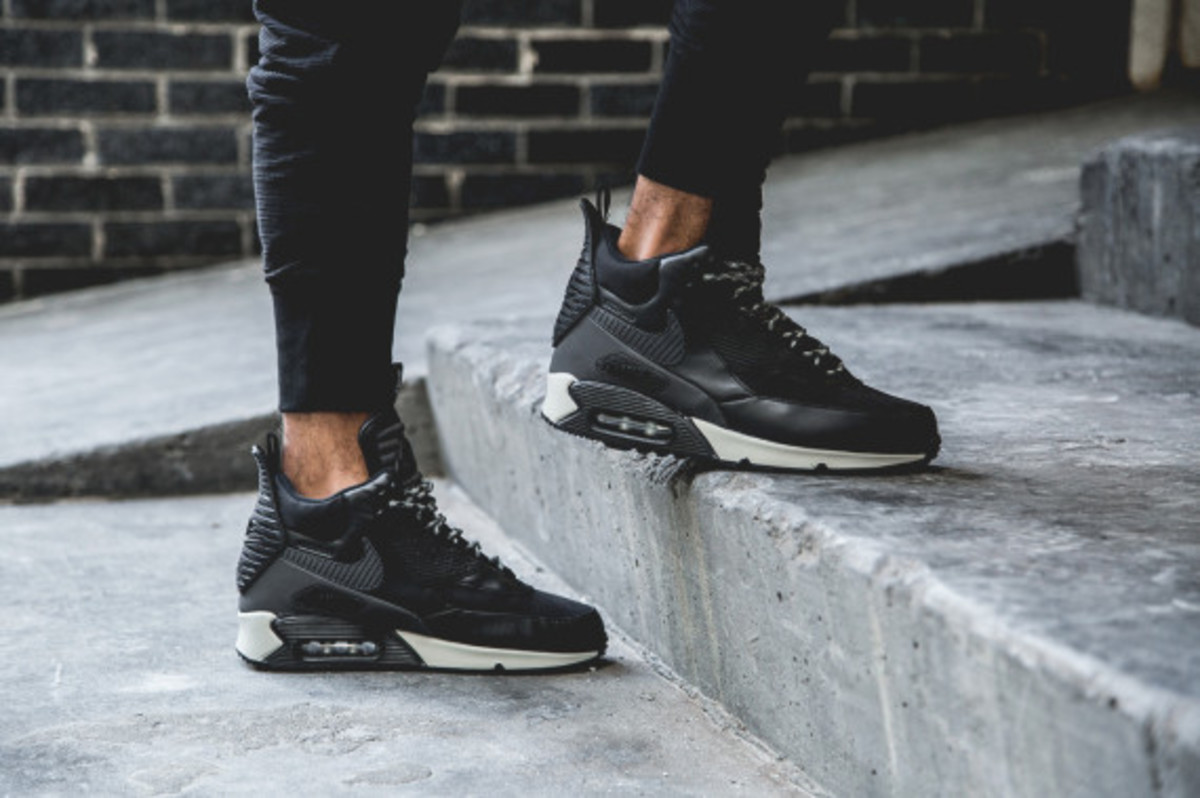nike-air-max-90-sneakerboot-black-reflective-another-look-03