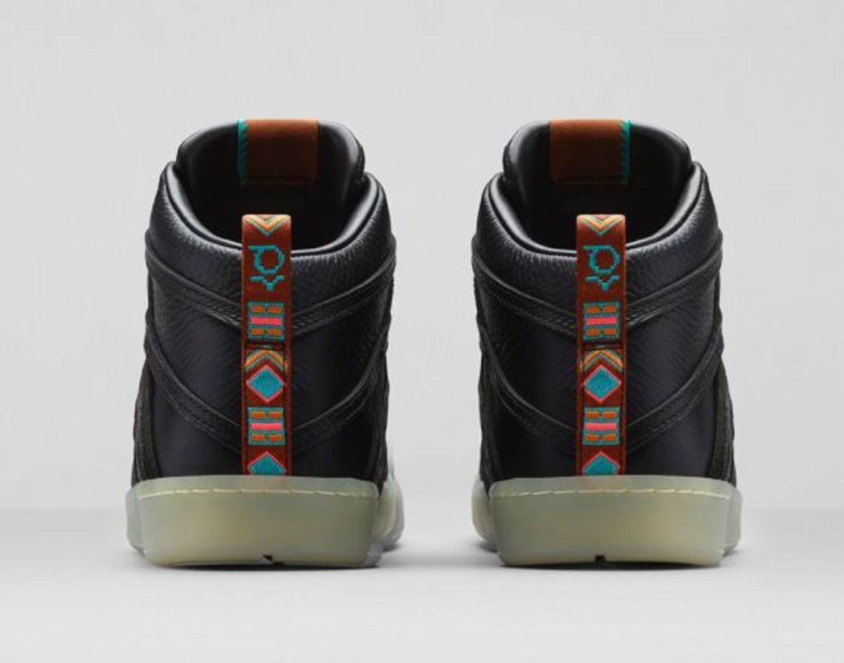 nike-kd-7-lifestyle-black-metallic-gold-07