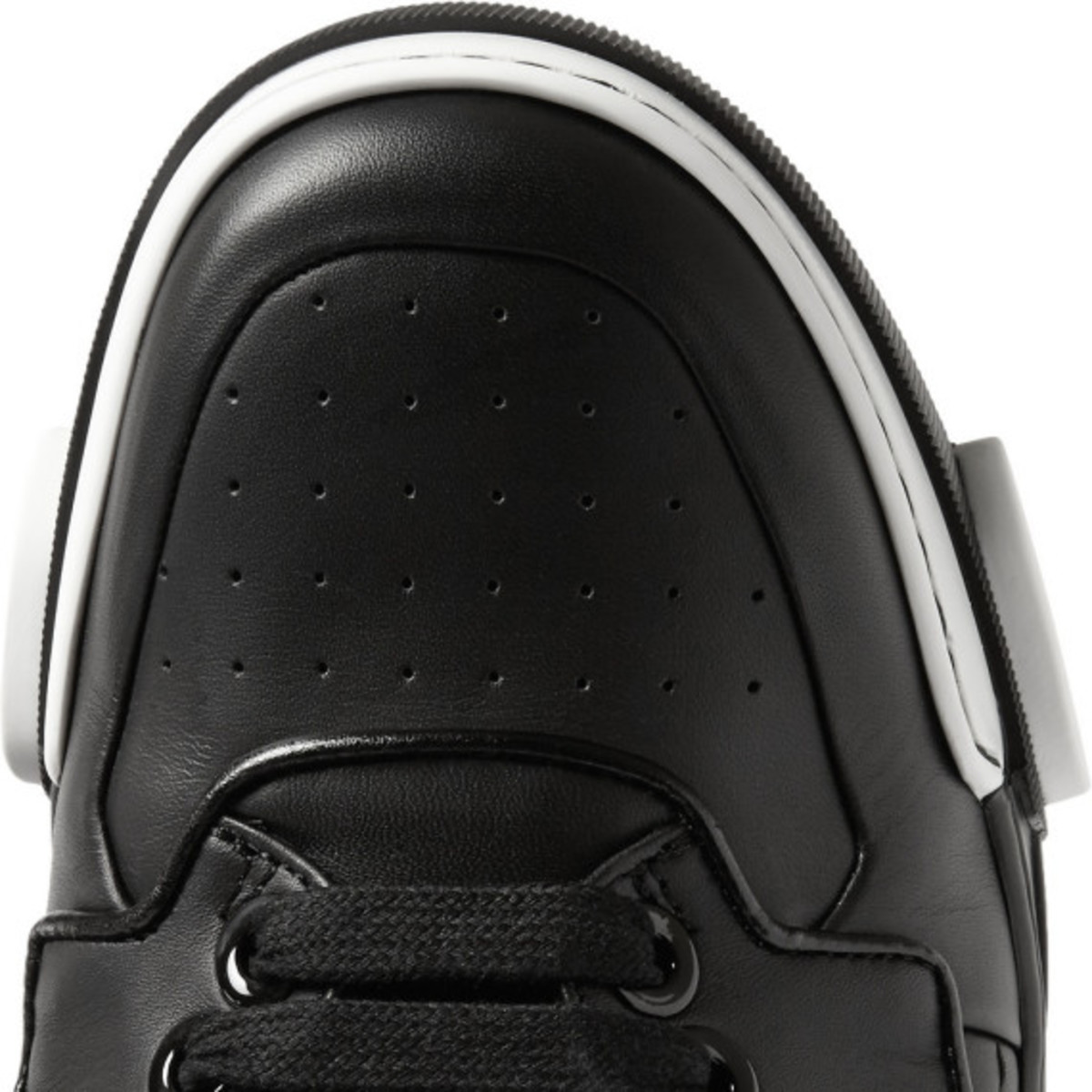 givenchy-tyson-high-top-leather-sneakers-03