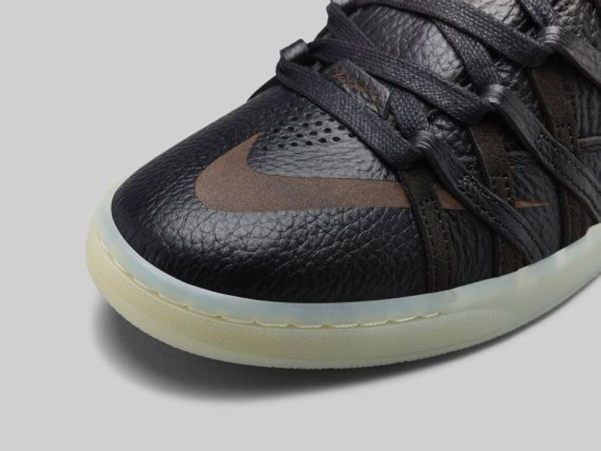 nike-kd-7-lifestyle-black-metallic-gold-03