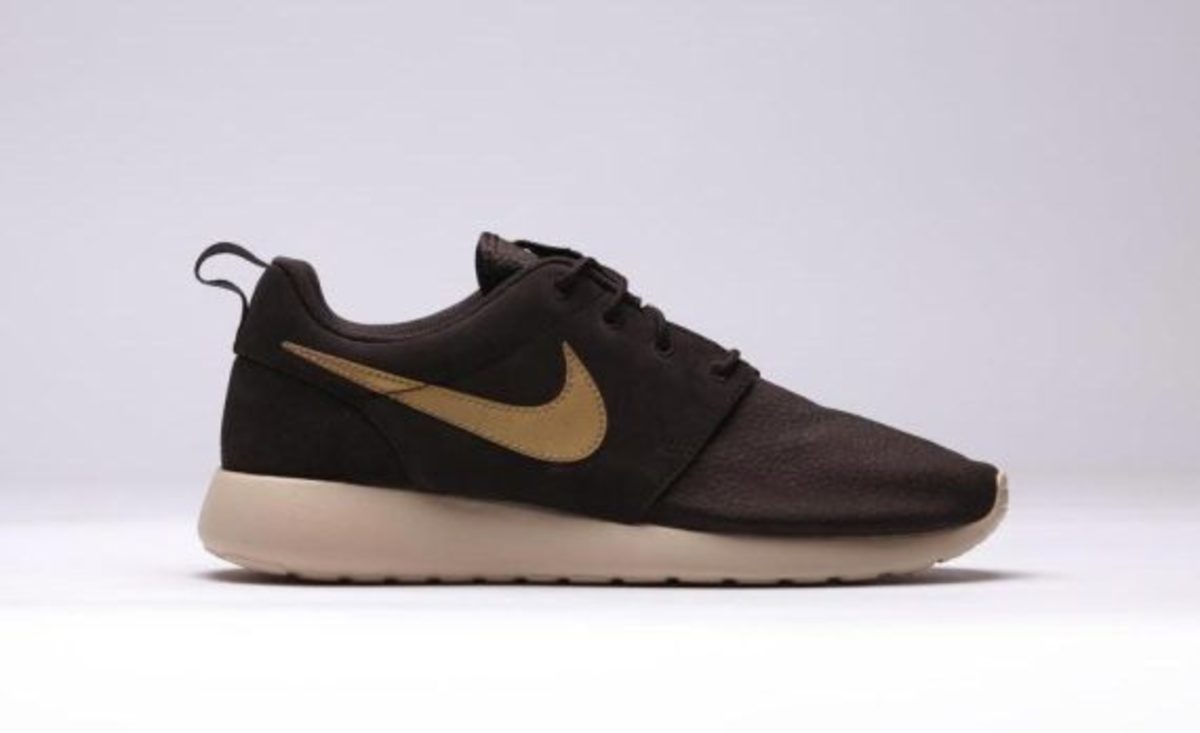 nike-roshe-run-suede-brown-velvet-01