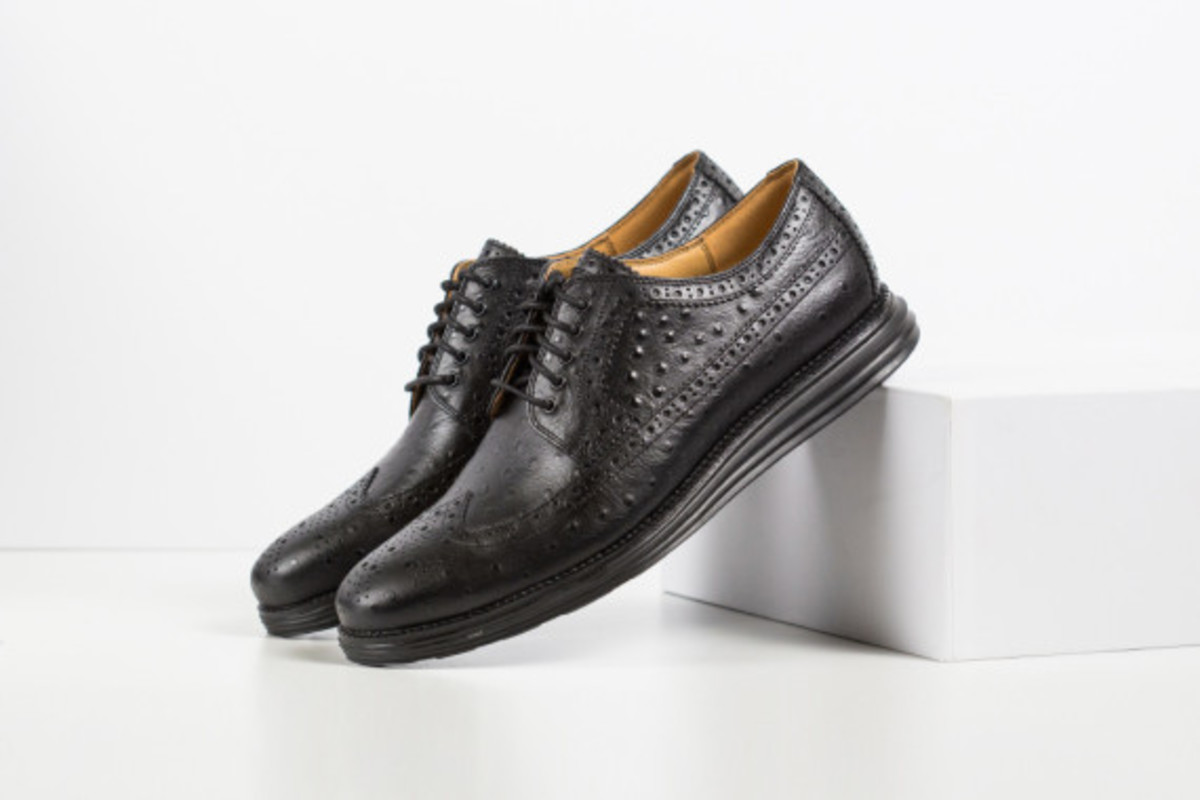 cole-haan-lunargrand-long-wingtip-ostrich-pack-02