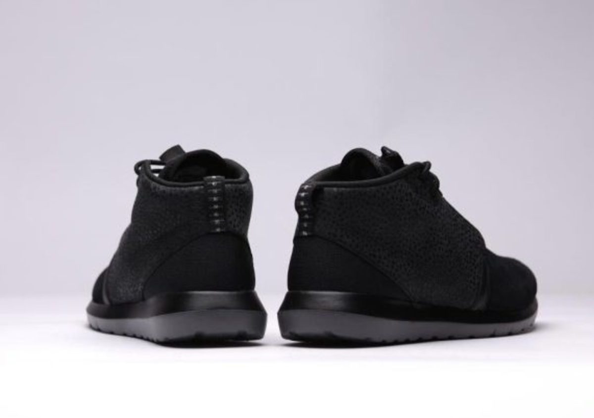 nike-roshe-run-sneakerboot-all-black-safari-05