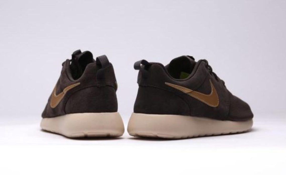 nike-roshe-run-suede-brown-velvet-03