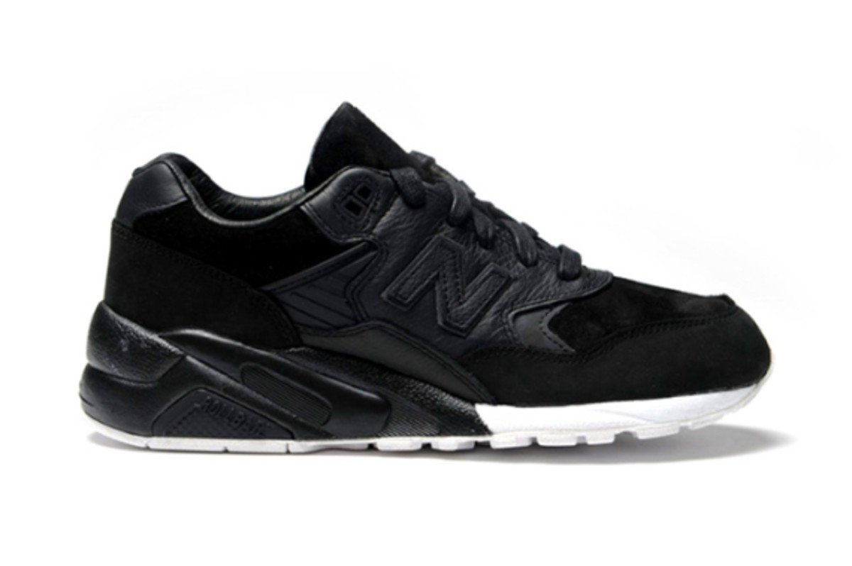 wings-+-horns-new-balance-580-02