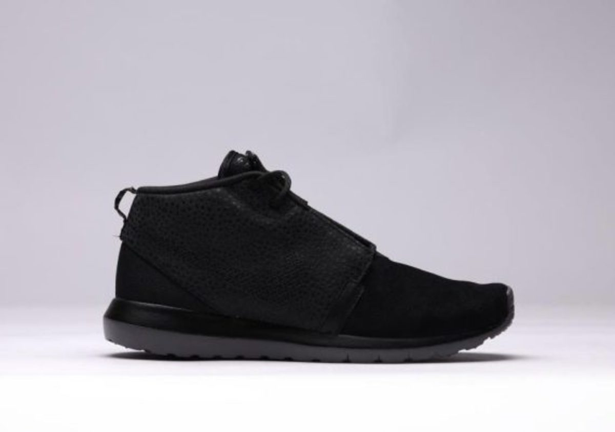 nike-roshe-run-sneakerboot-all-black-safari-01