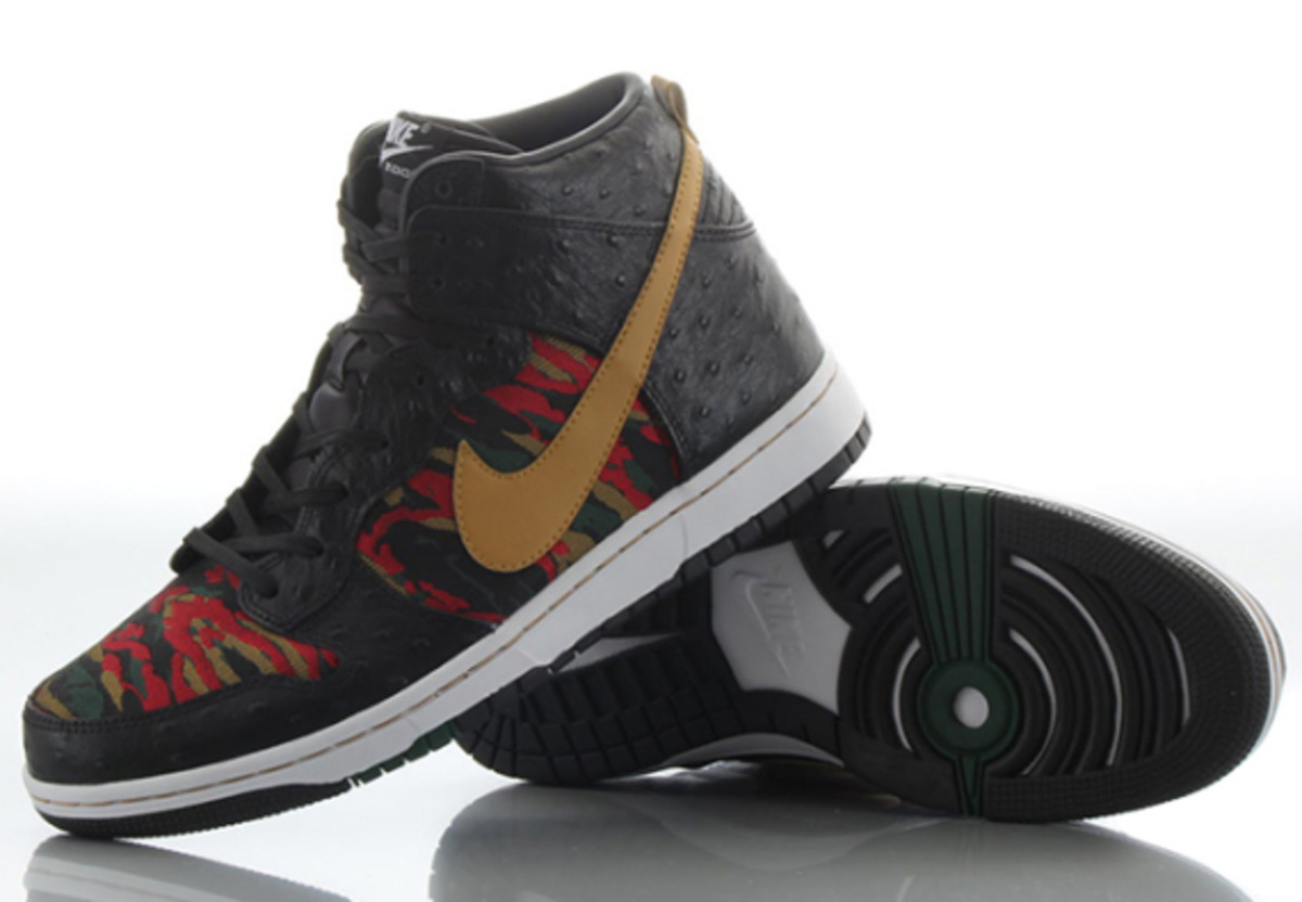 nike-sb-dunk-high-cmft-prm-qs-black-flat-gold-07