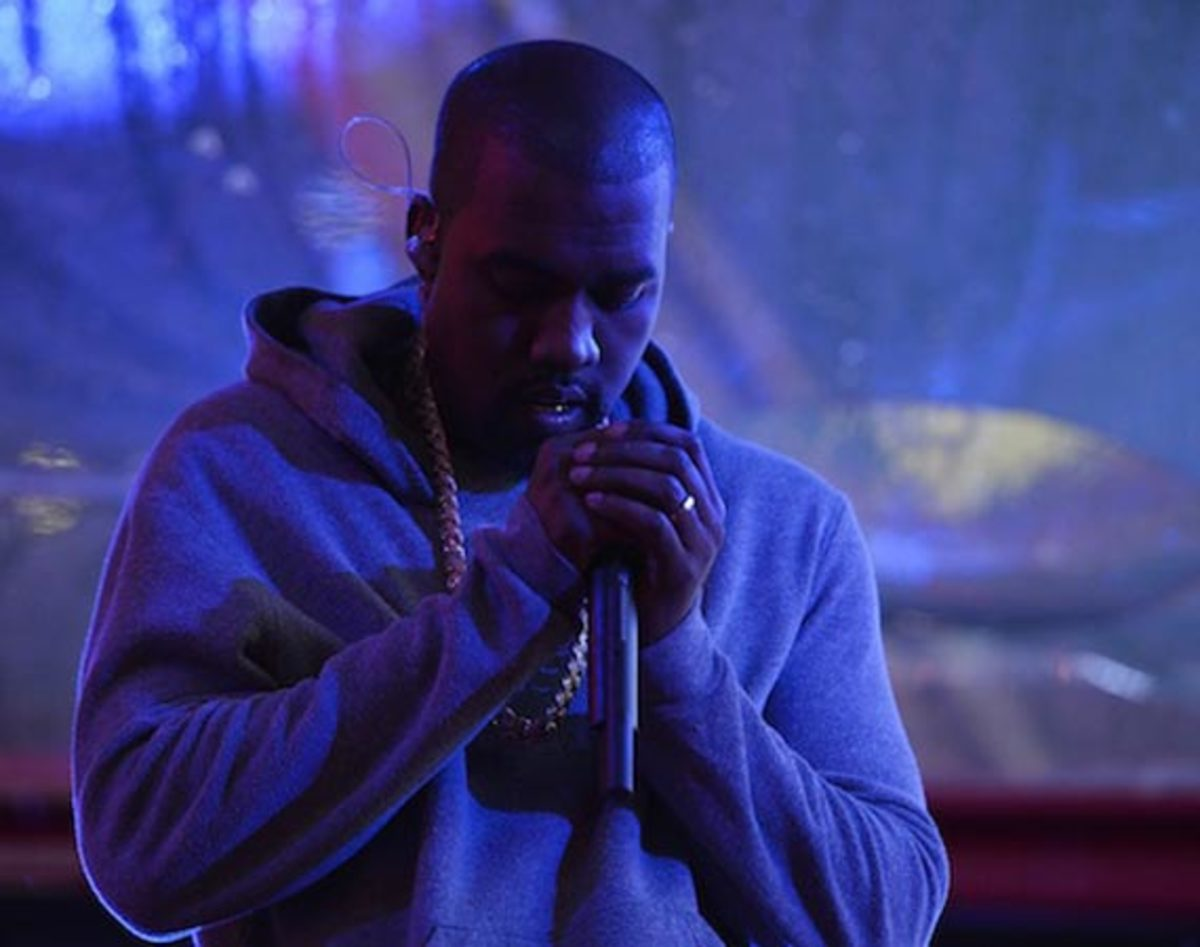 kanye-west-world-aids-day-times-square-00