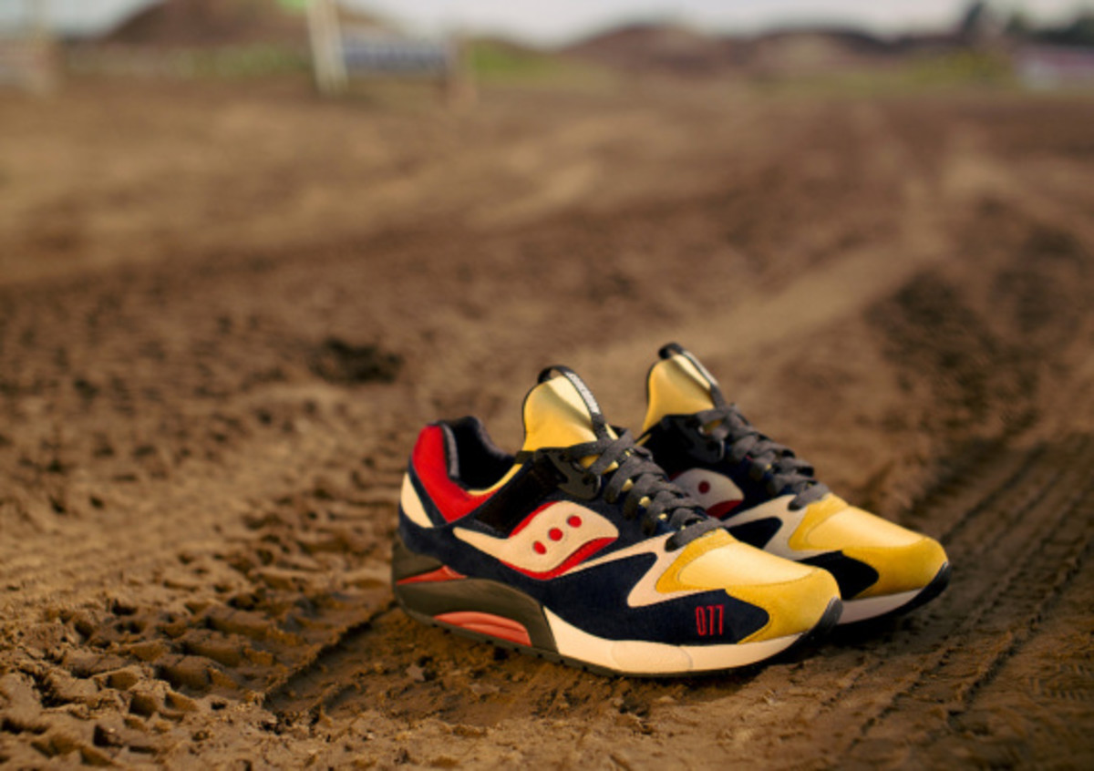 play-cloths-saucony-shadow-grid-9000-motocross-04