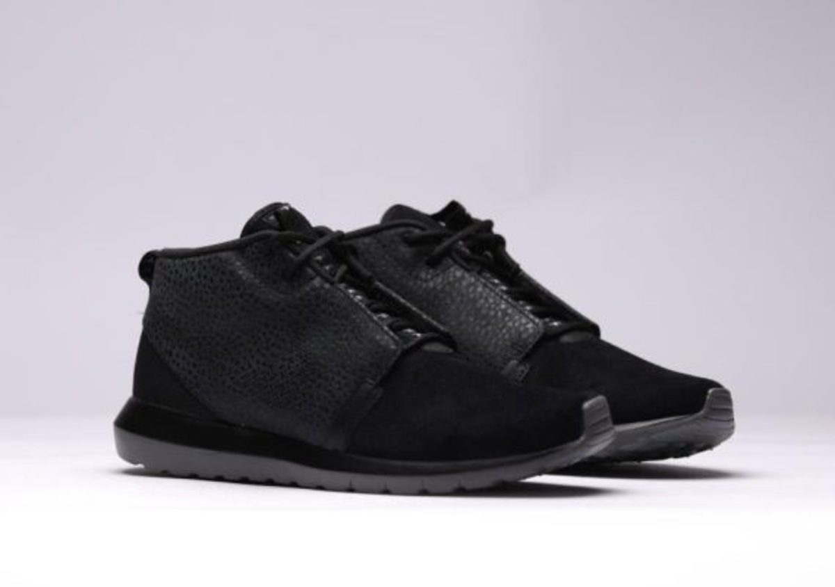 nike-roshe-run-sneakerboot-all-black-safari-02