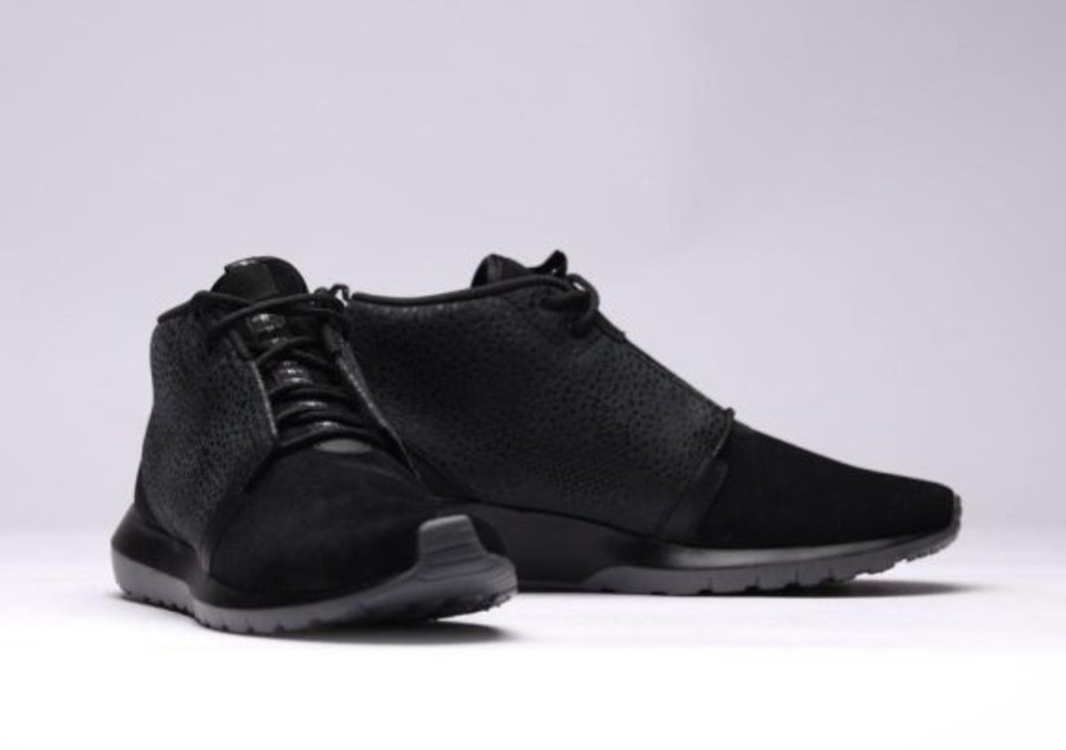 nike-roshe-run-sneakerboot-all-black-safari-03