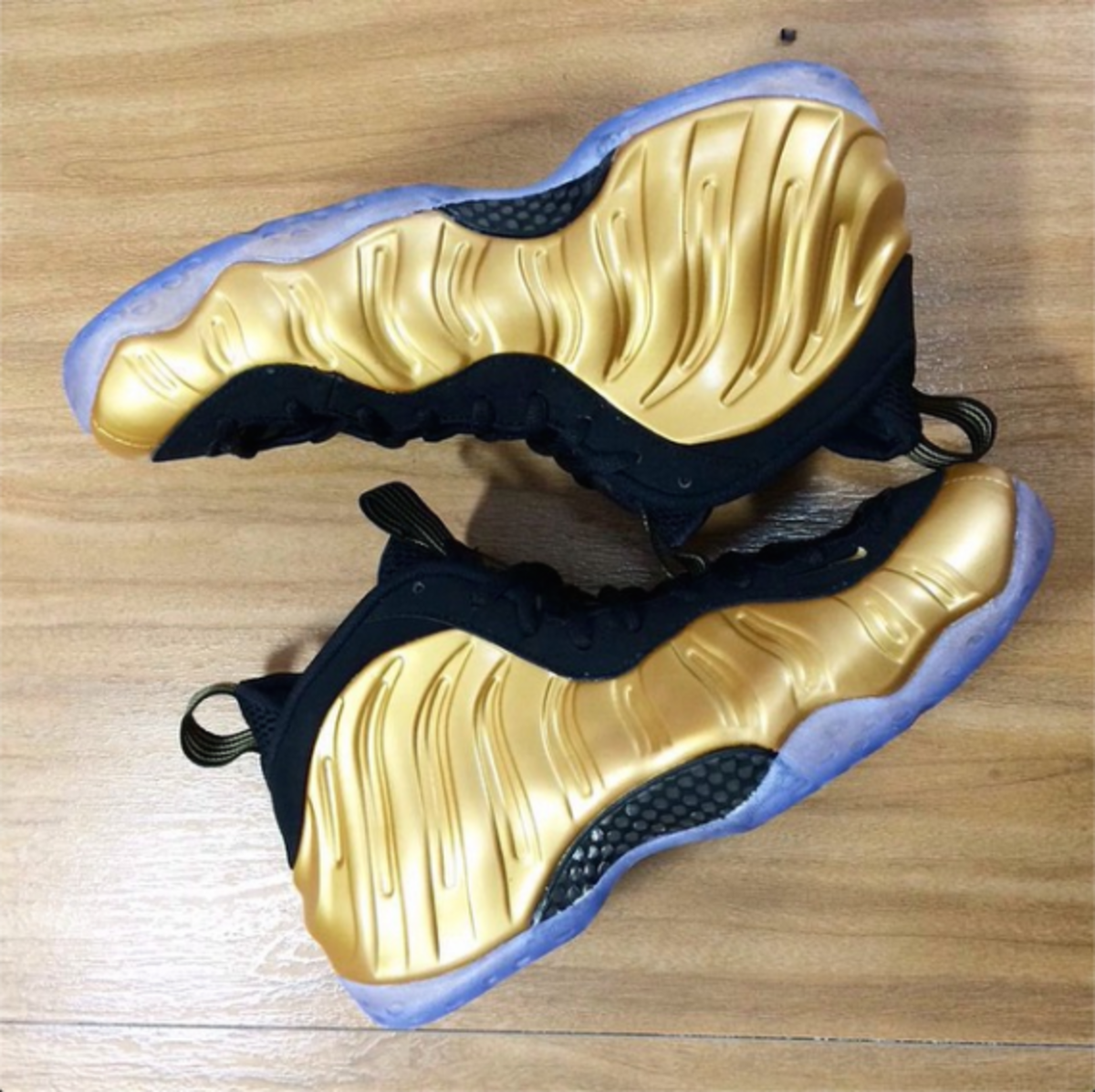 nike-air-foamposite-one-gold-01