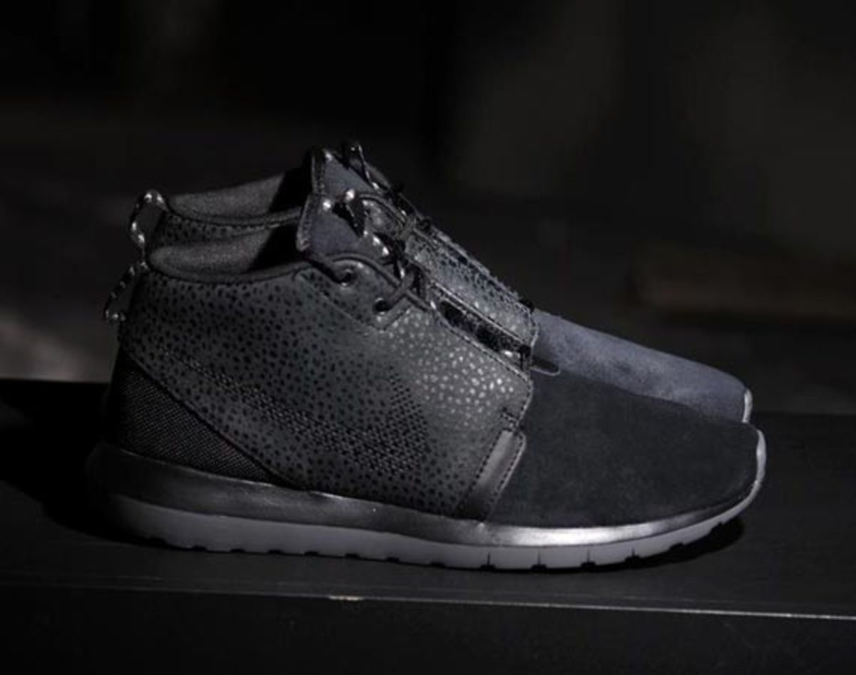 nike-roshe-run-sneakerboot-all-black-safari-00