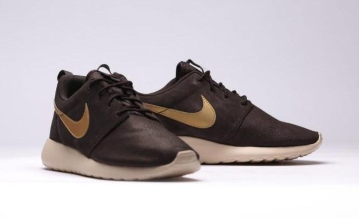 nike-roshe-run-suede-brown-velvet-02