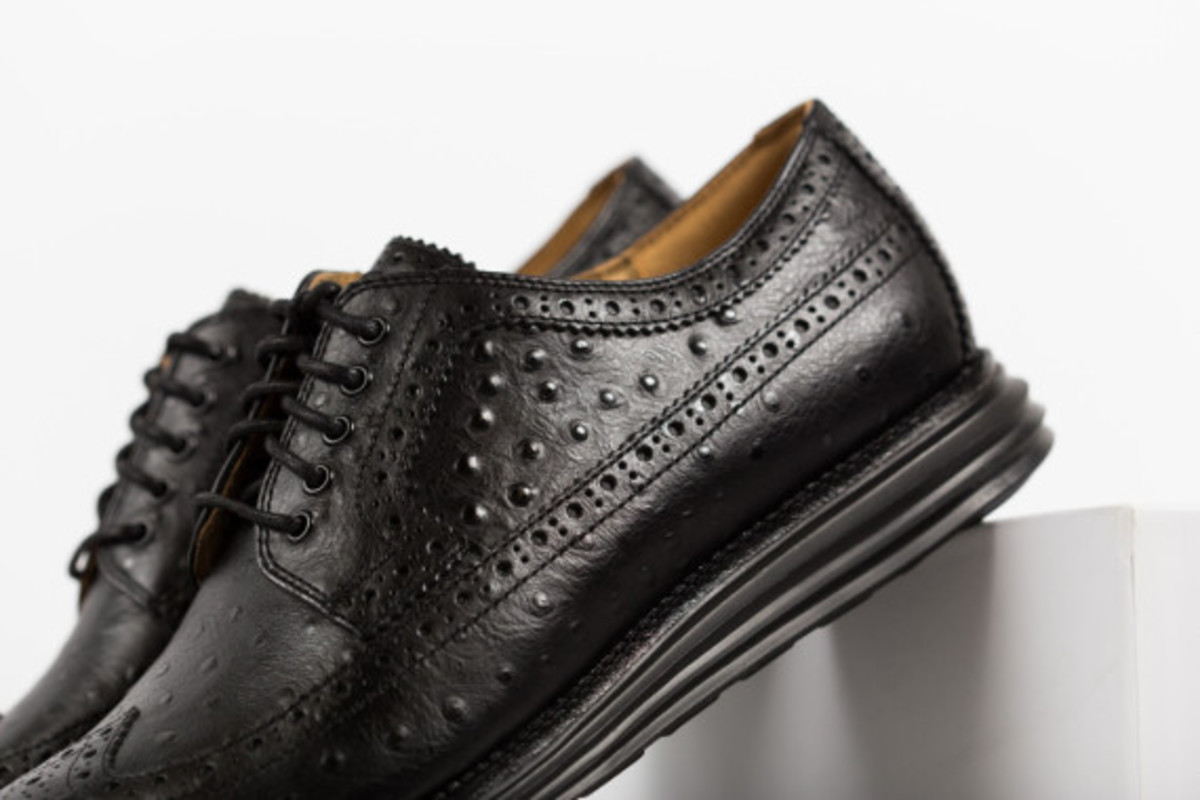 cole-haan-lunargrand-long-wingtip-ostrich-pack-03