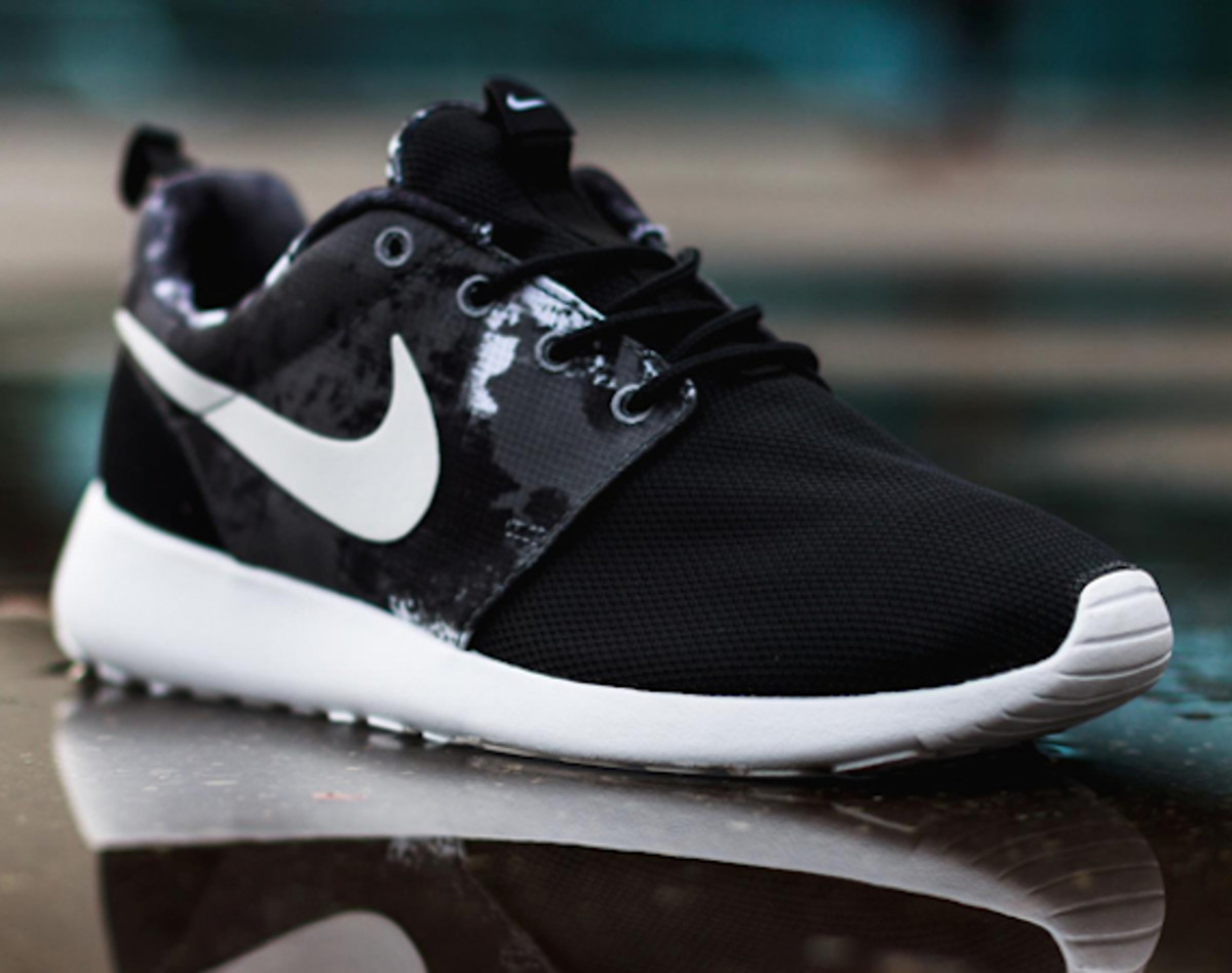 nike-wmns-roshe-run-paint-blot-00