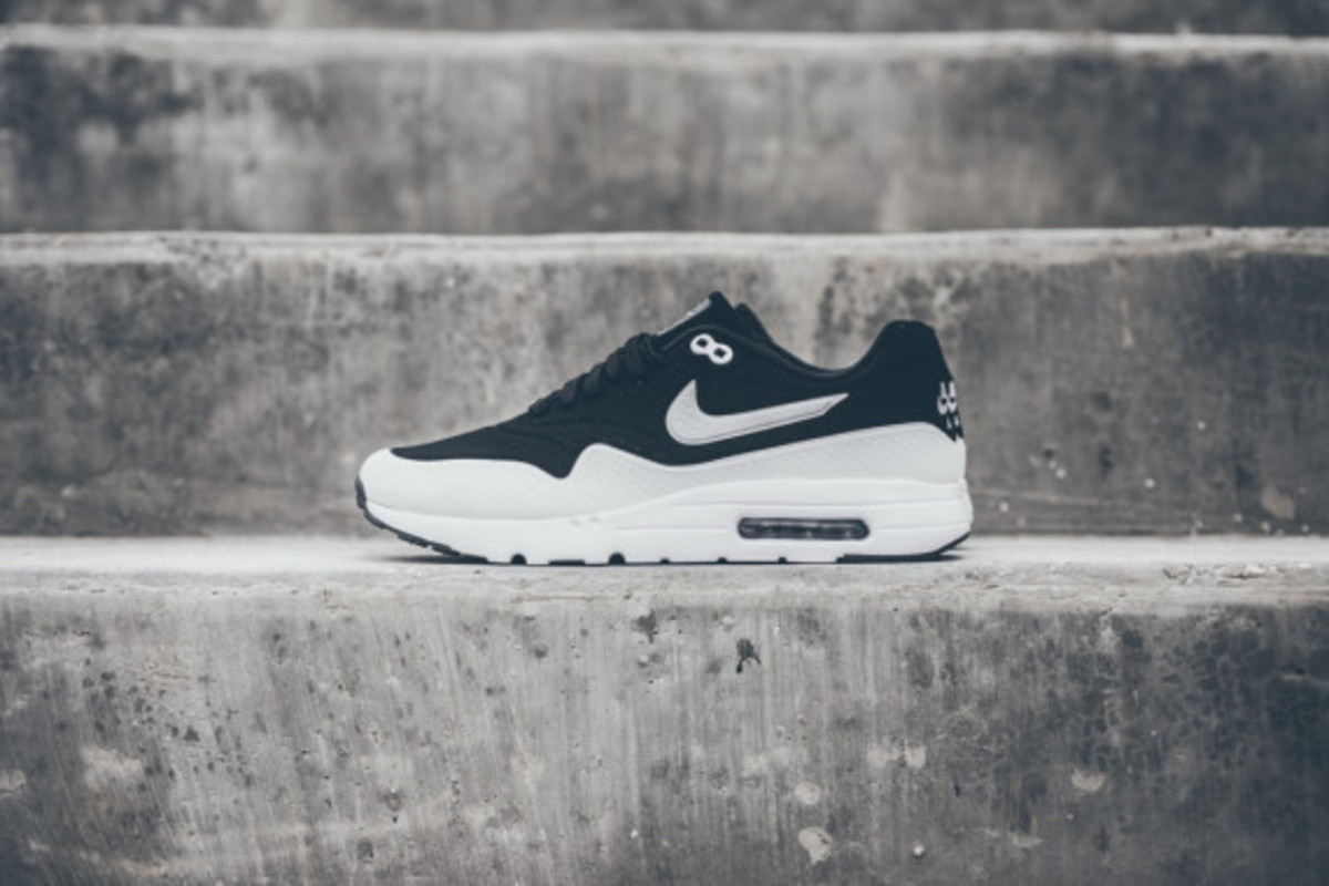 nike-air-max-1-ultra-moire-black-white-06