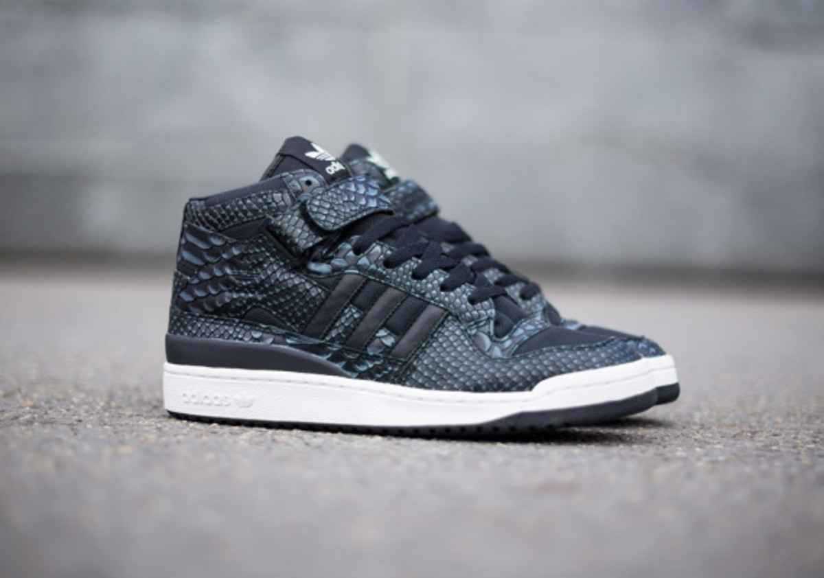 adidas-originals-forum-mid-rs-reptile-pack-black-04