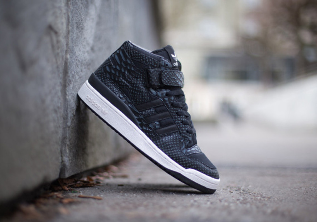 adidas-originals-forum-mid-rs-reptile-pack-black-02