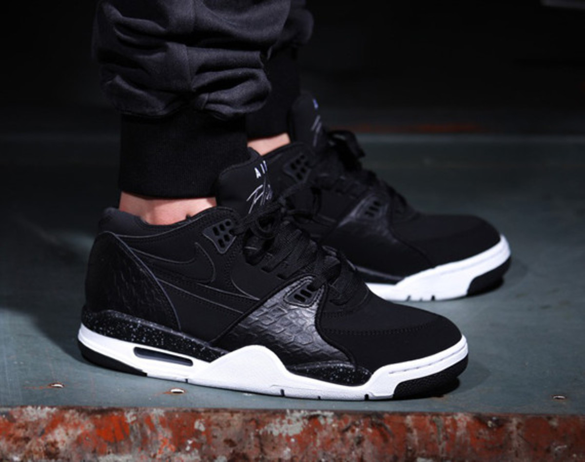 nike-air-flight-89-black-reptile-01