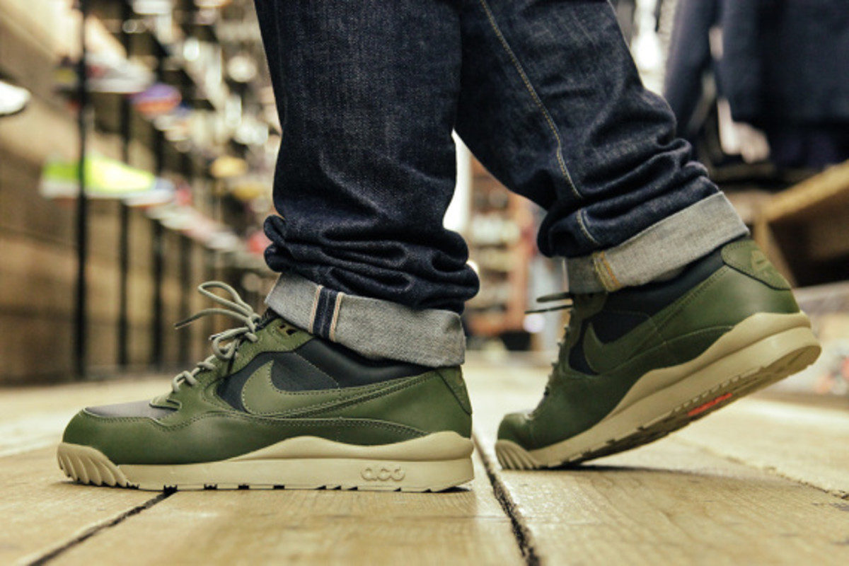 nike-air-wildwood-le-prm-black-olive-02