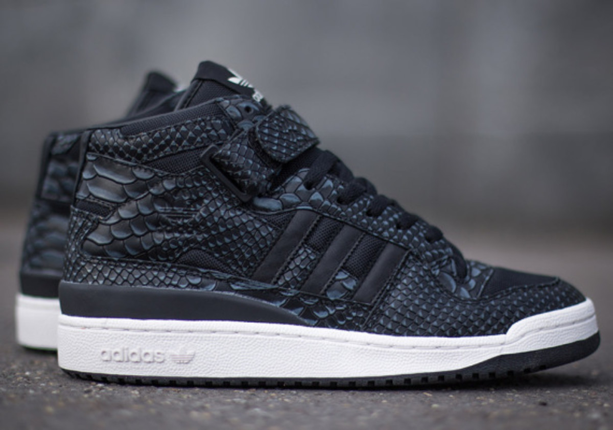 adidas-originals-forum-mid-rs-reptile-pack-black-01