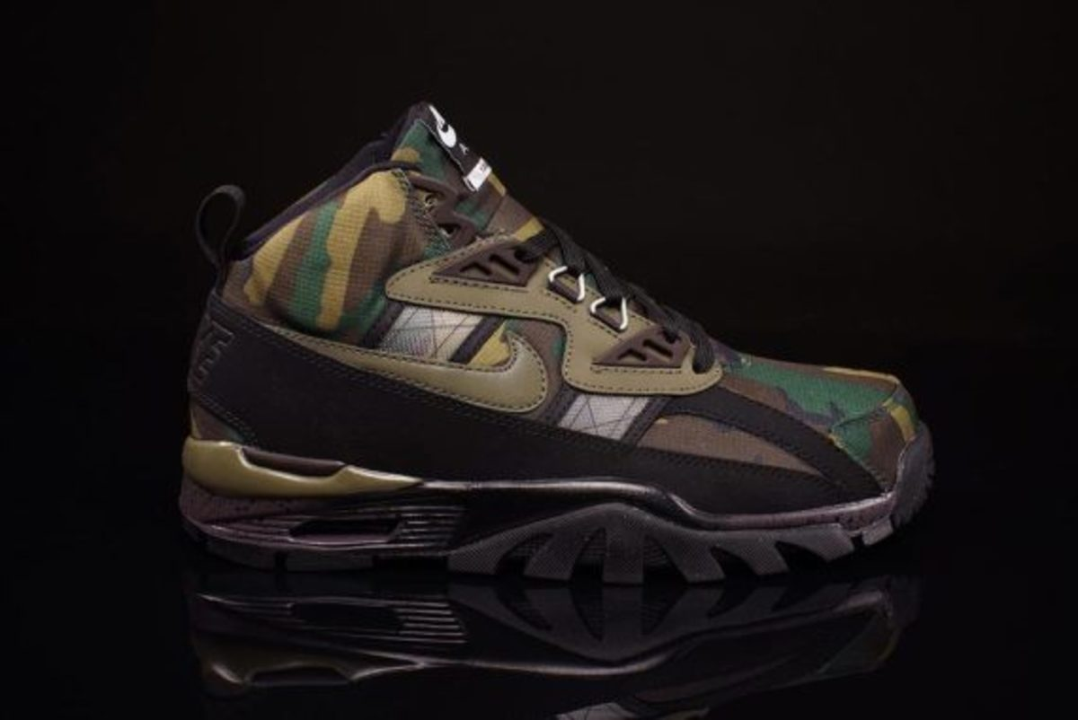 nike-air-trainer-sc-sneakerboot-camo-olive-01