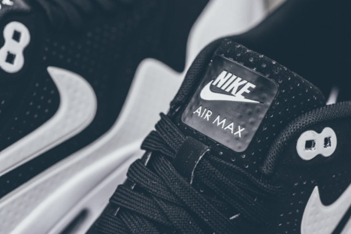 nike-air-max-1-ultra-moire-black-white-03