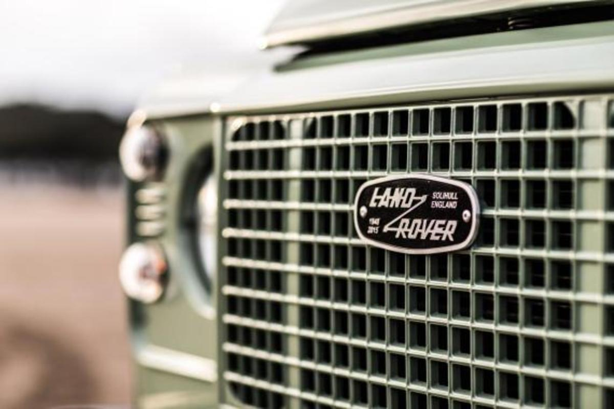 land-rover-limited-edition-defenders-03