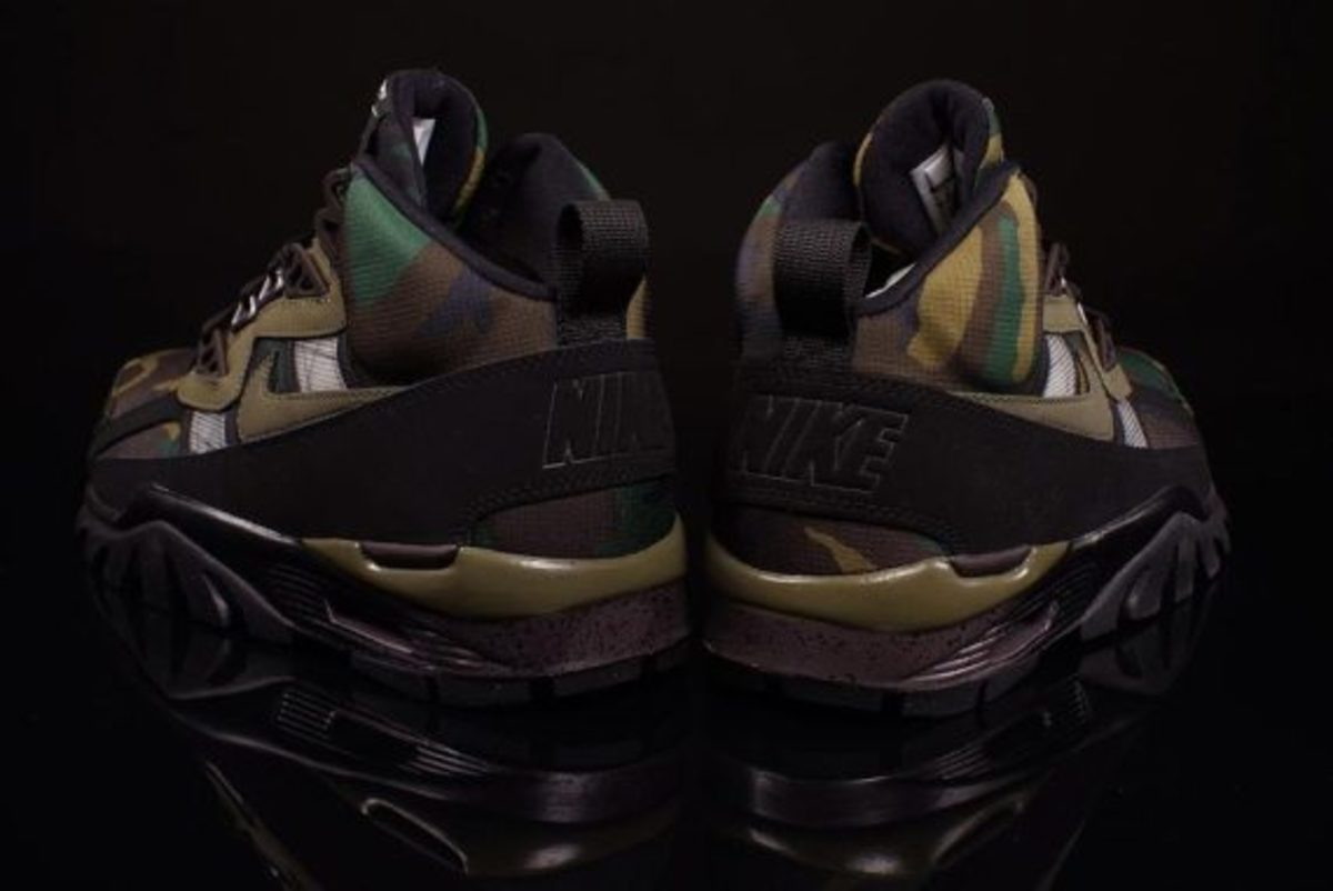 nike-air-trainer-sc-sneakerboot-camo-olive-03