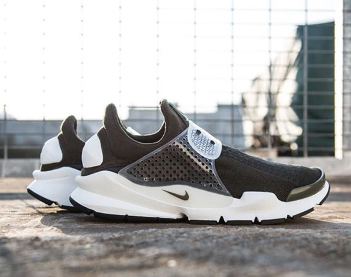 fragment-design-nike-sock-dart-another-look-00