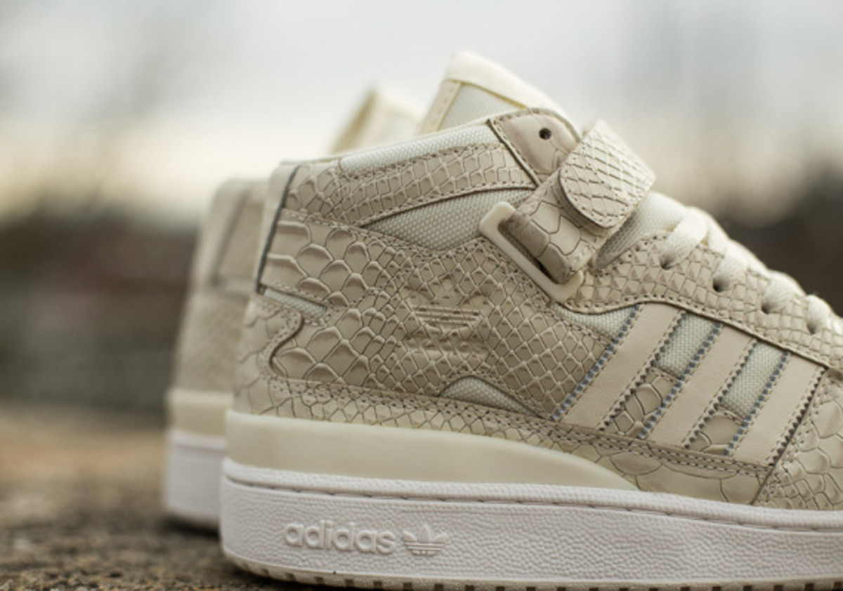 adidas-originals-forum-mid-rs-reptile-pack-white-03