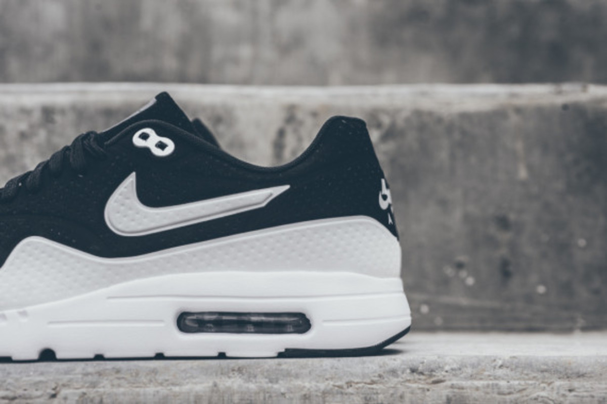 nike-air-max-1-ultra-moire-black-white-04