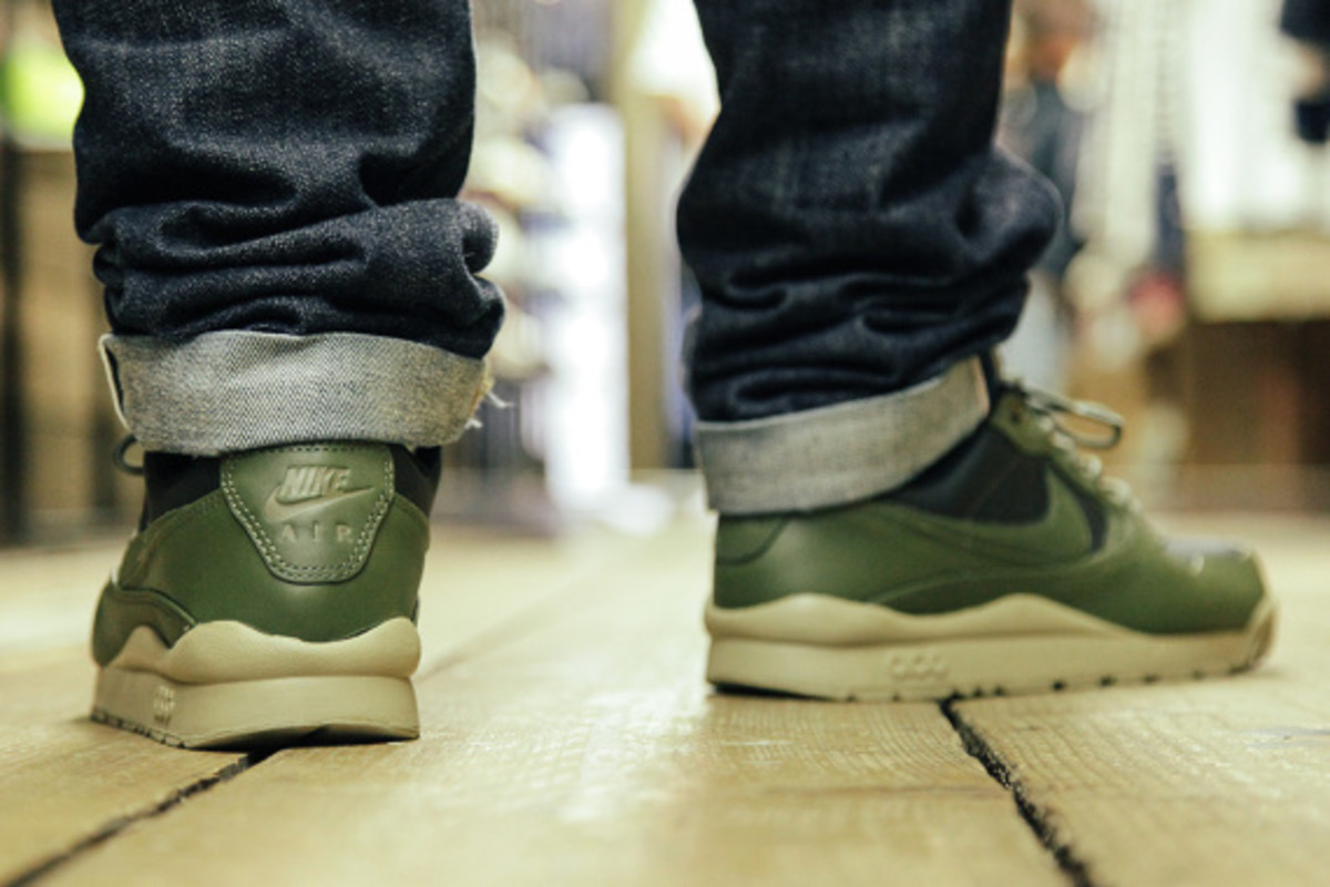nike-air-wildwood-le-prm-black-olive-04