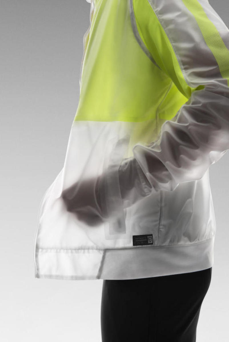 nike-revolution-training-jacket-02
