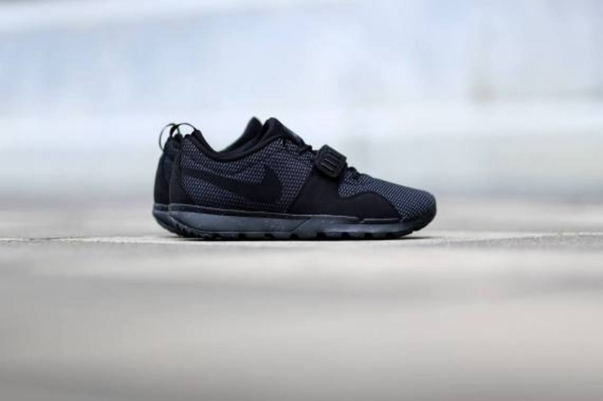 nike-sb-trainerendor-black-dark-grey-06