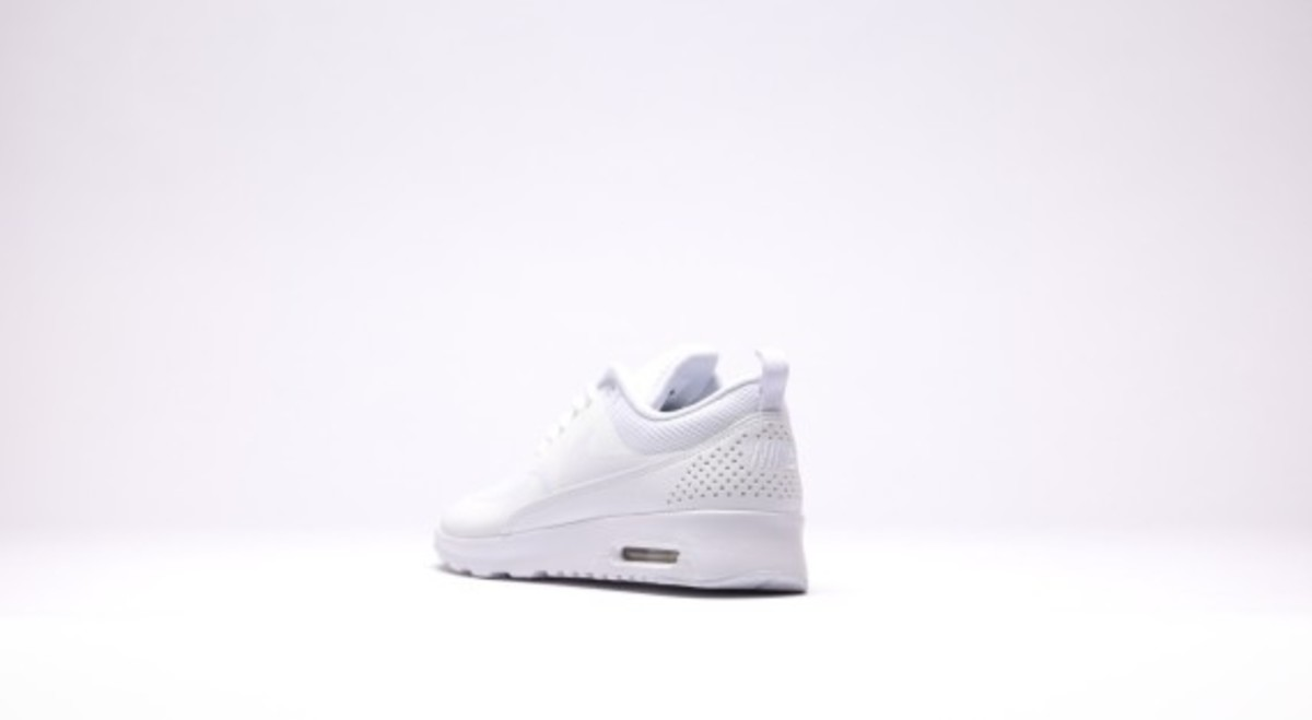 nike-wmns-air-max-thea-all-white-05