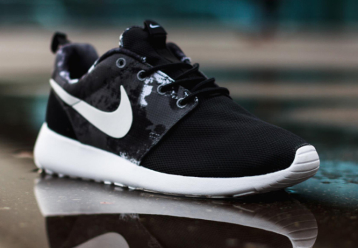 nike-wmns-roshe-run-paint-blot-01