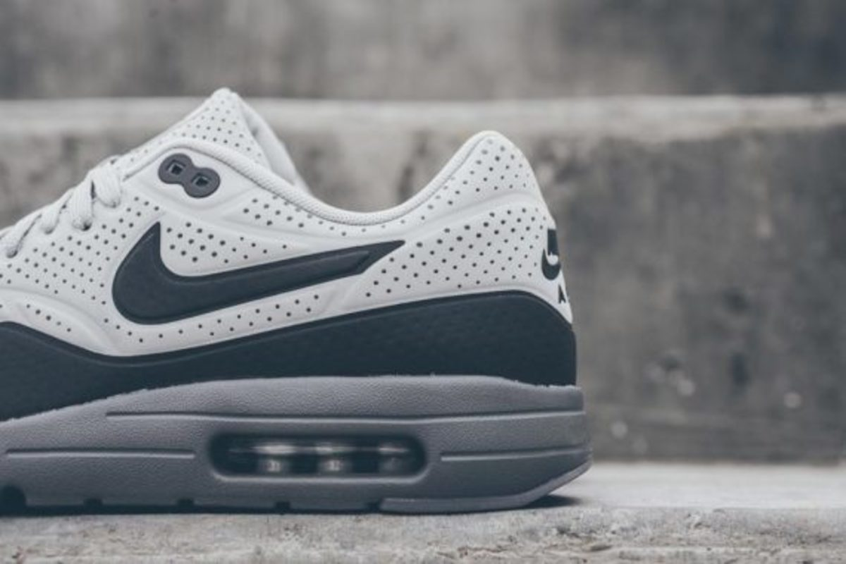 nike-air-max-1-ultra-moire-neutral-dark-grey-04