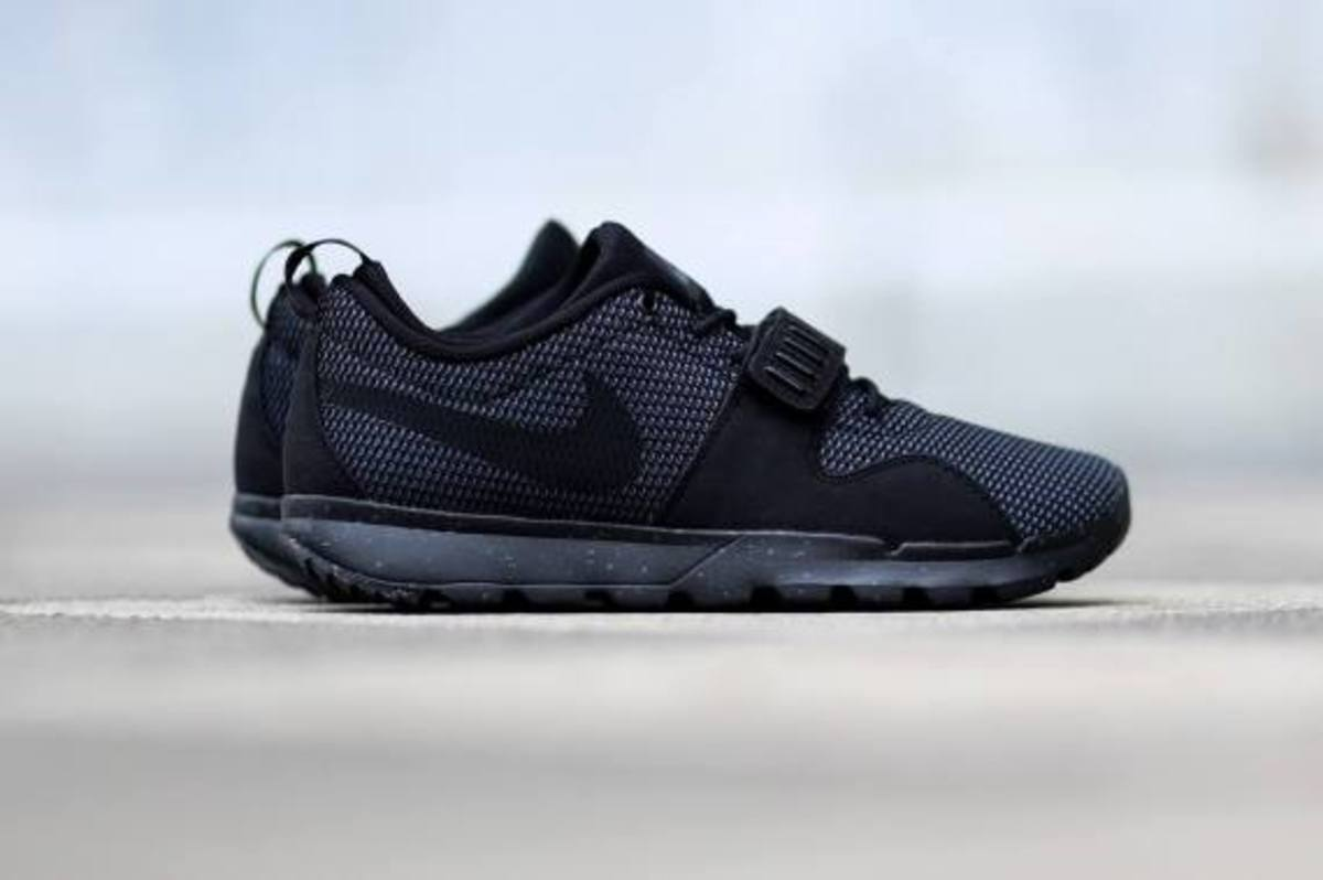 nike-sb-trainerendor-black-dark-grey-02