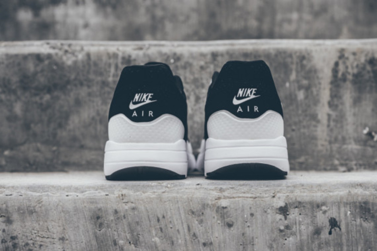 nike-air-max-1-ultra-moire-black-white-07