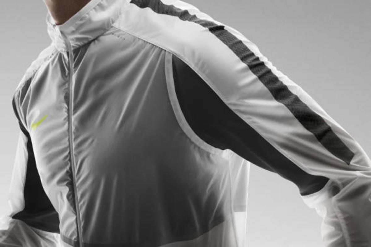 nike-revolution-training-jacket-06