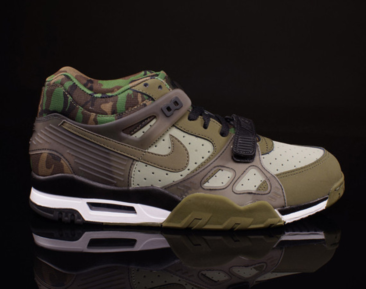 nike-air-trainer-3-camo-olive-01