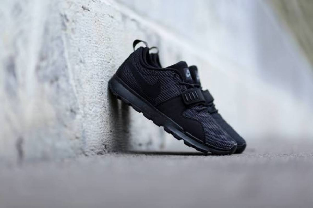 nike-sb-trainerendor-black-dark-grey-05