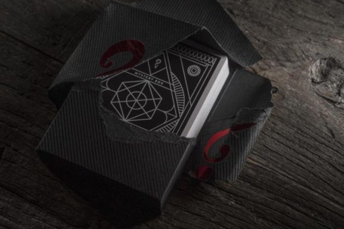 jj-abrams-mystery-box-black-edition-playing-cards-03
