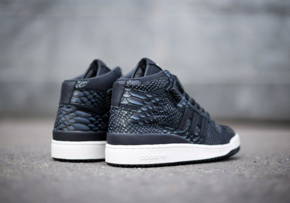 adidas-originals-forum-mid-rs-reptile-pack-black-03