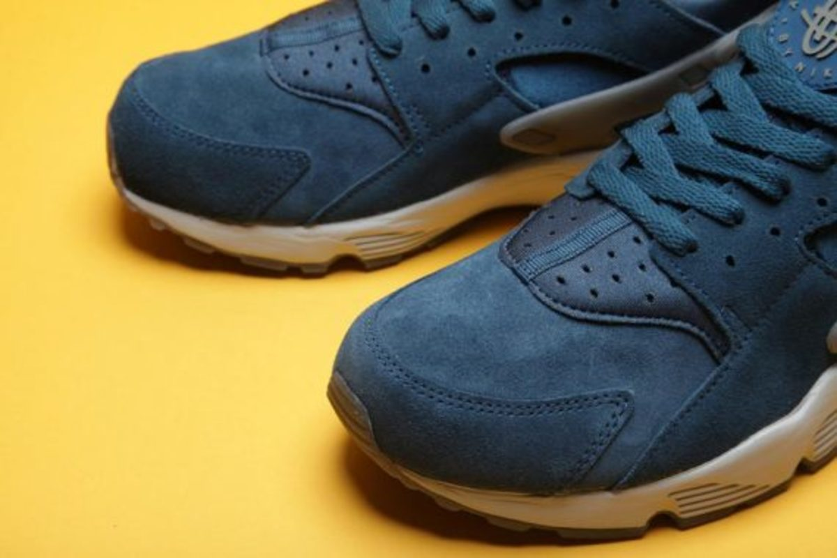 nike-air-huarache-blue-force-01