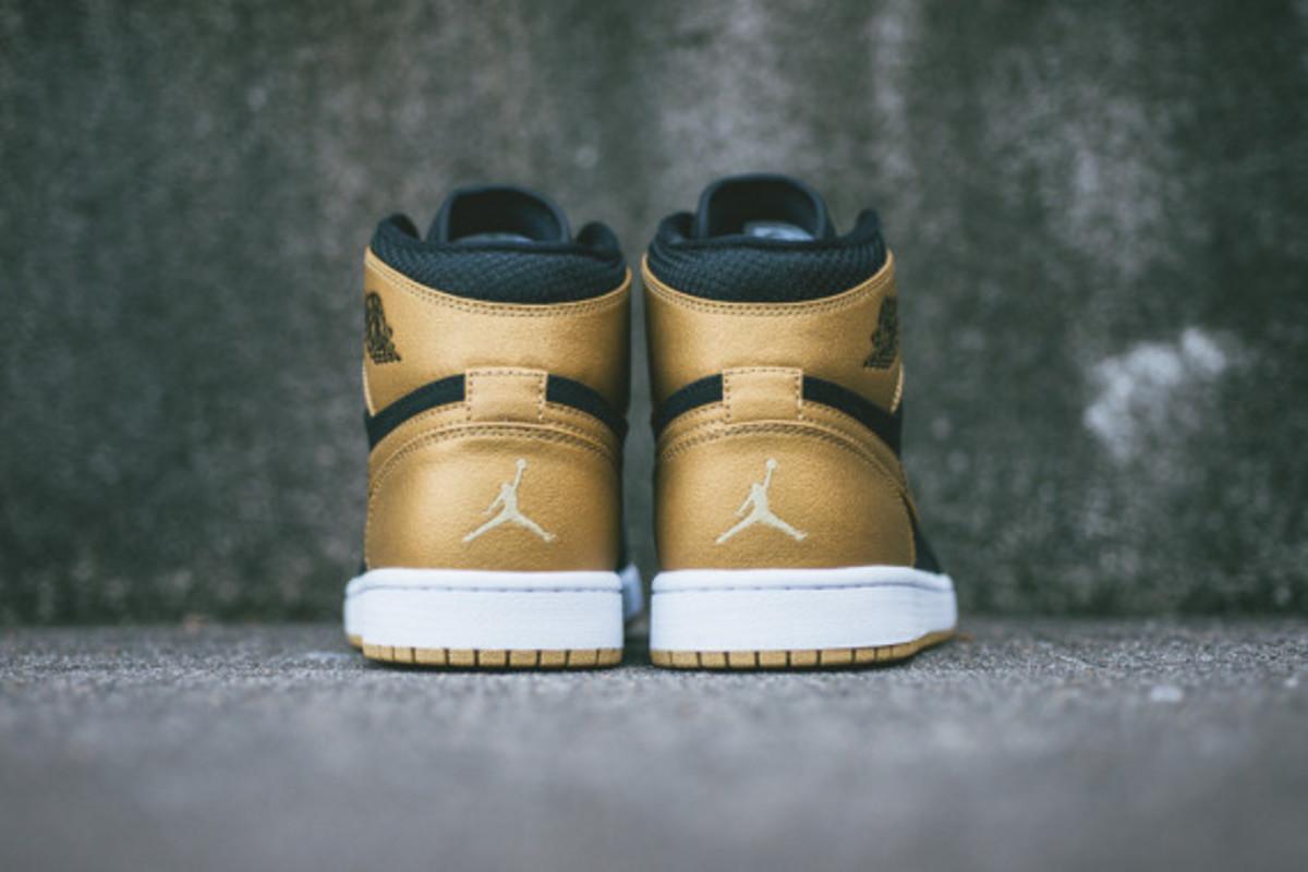 air-jordan-1-retro-high-melo-09