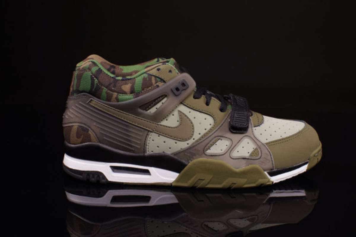 nike-air-trainer-3-camo-olive-05